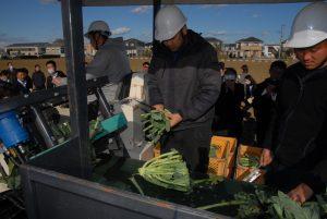 野菜流通カット協議会=開発中の収穫機を初公開