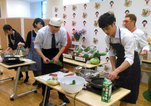 「国産食材モリモリキャンペーン」で小島よしお氏らの料理実演を撮影