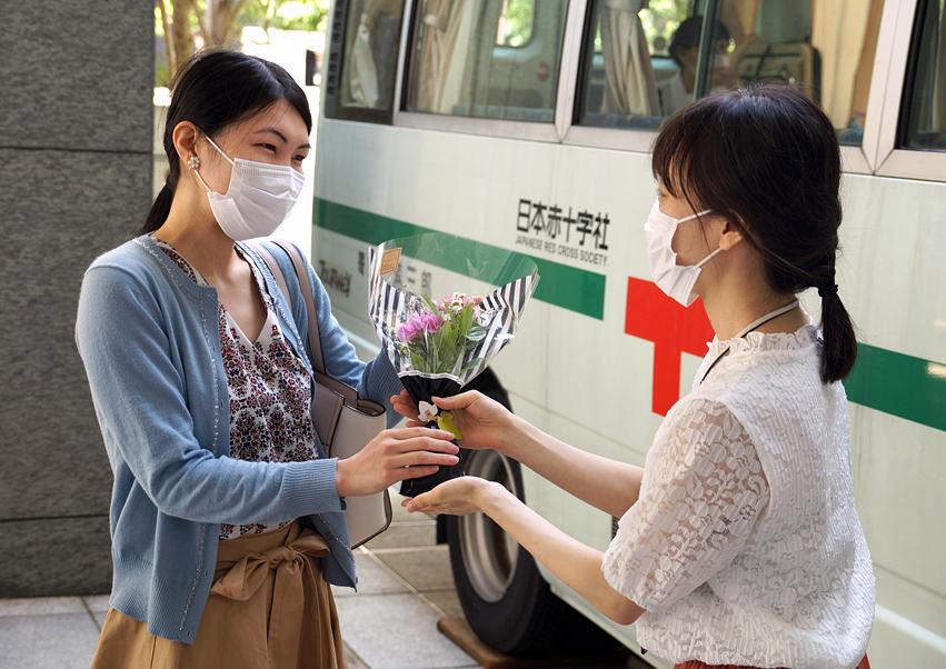 JA共済連が「献血活動×花いっぱいPJ」を実施