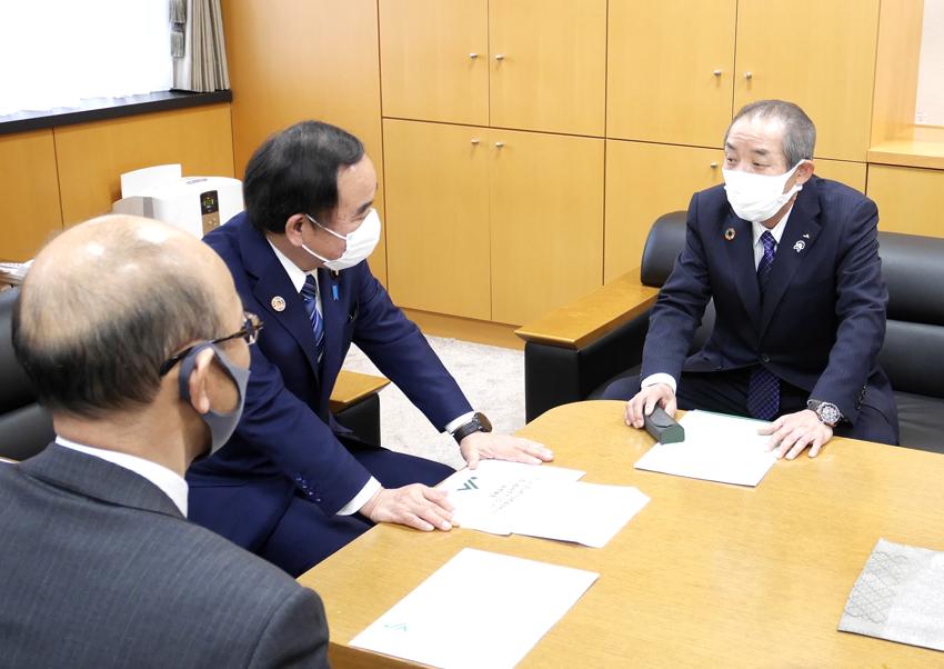 中家全中会長が坂本地方創生担当相にJAグループの取組み報告